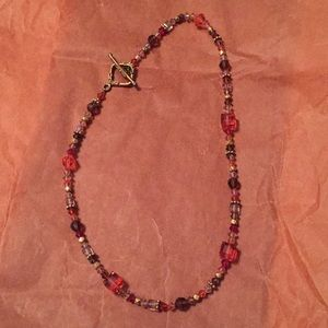 Red tones bead necklace